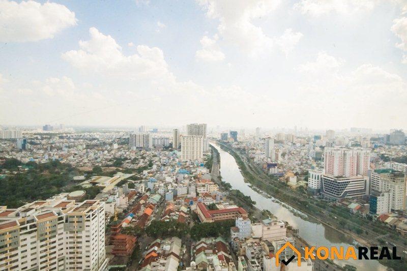 View thành phố từ căn hộ chung cư River Gate