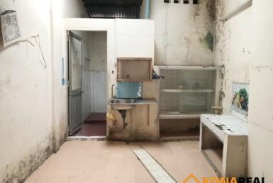 Nhà cũ nát Bến Vân Đồn quận 4 3.6x15m