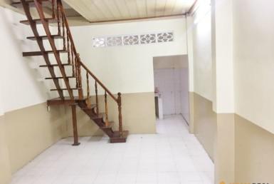 Nhà đường Nguyễn Tất Thành quận 4 3.3x11m