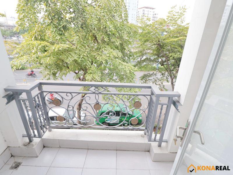 Phòng cho thuê đường Bến Vân Đồn quận 4 có ban công